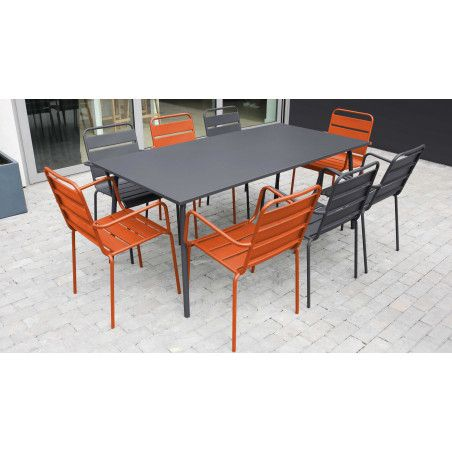Table de jardin métal chaise grise chaise orange