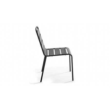 Chaise grise en métal salle à manger