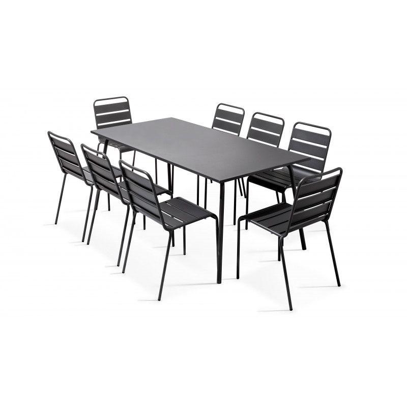 Table grise rectangulaire intérieure et 8 chaises