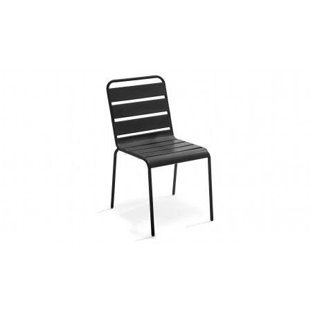 Chaise grise en métal intérieure