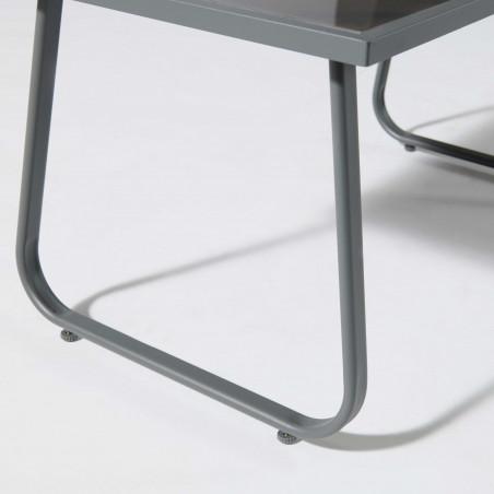 Focus pied table basse