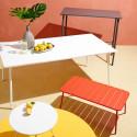 Table basse rouge en métal extérieure