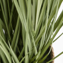 Focus plante artificielle herbe folle feuillage