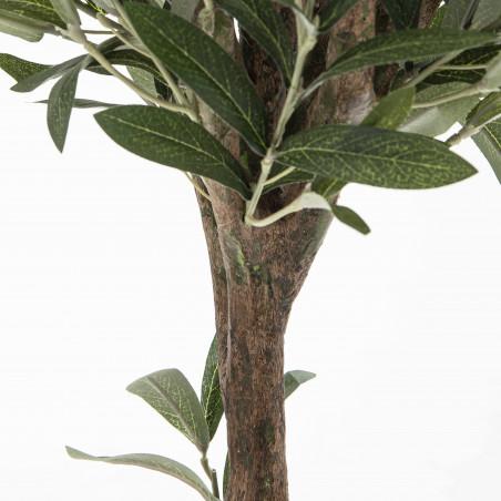 Focus plante artificielle olivier