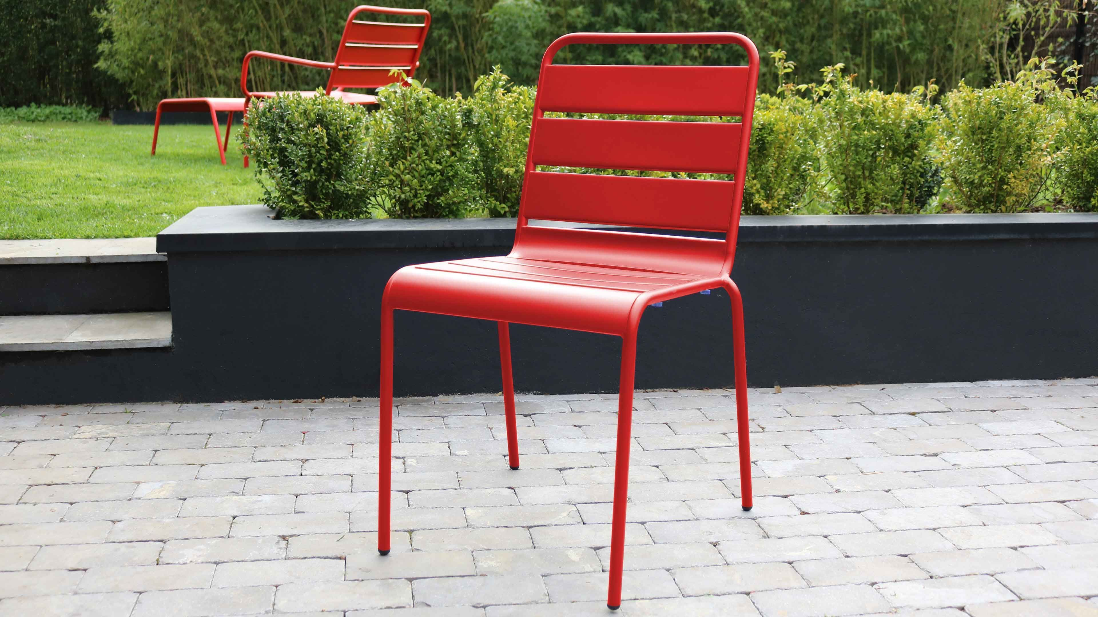 Salon de jardin le rouge nous inspire pour un ext rieur color oviala - Salon de jardin colore ...