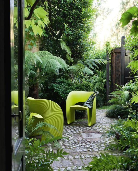 salon de jardin en plastique : plein phare sur la couleur ...
