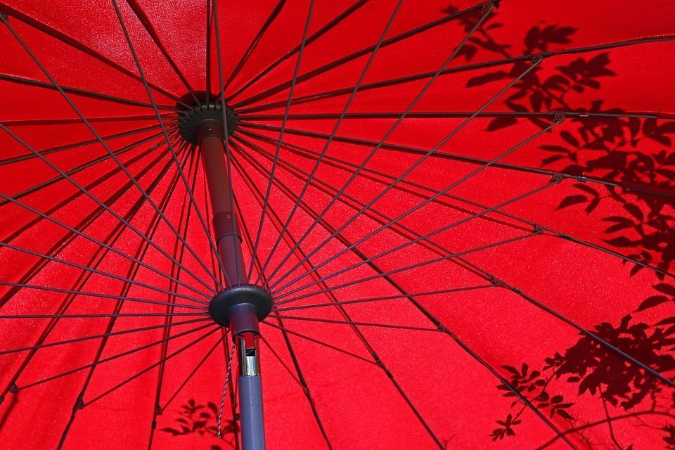 parasol rouge Oviala