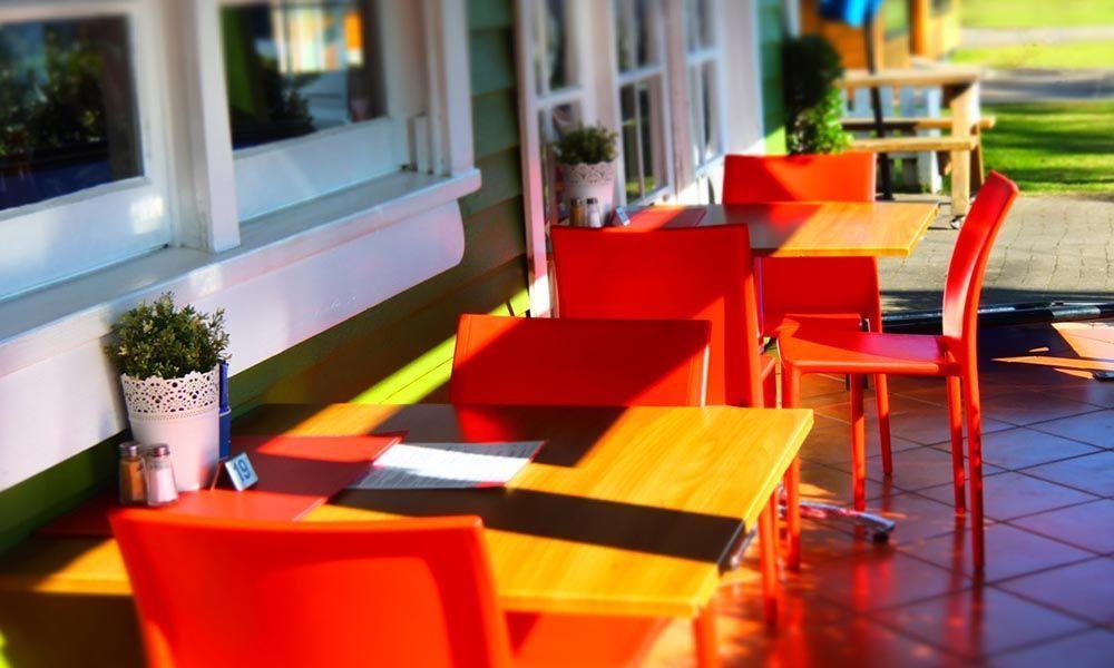 salon de jardin en plastique : plein phare sur la couleur - Oviala