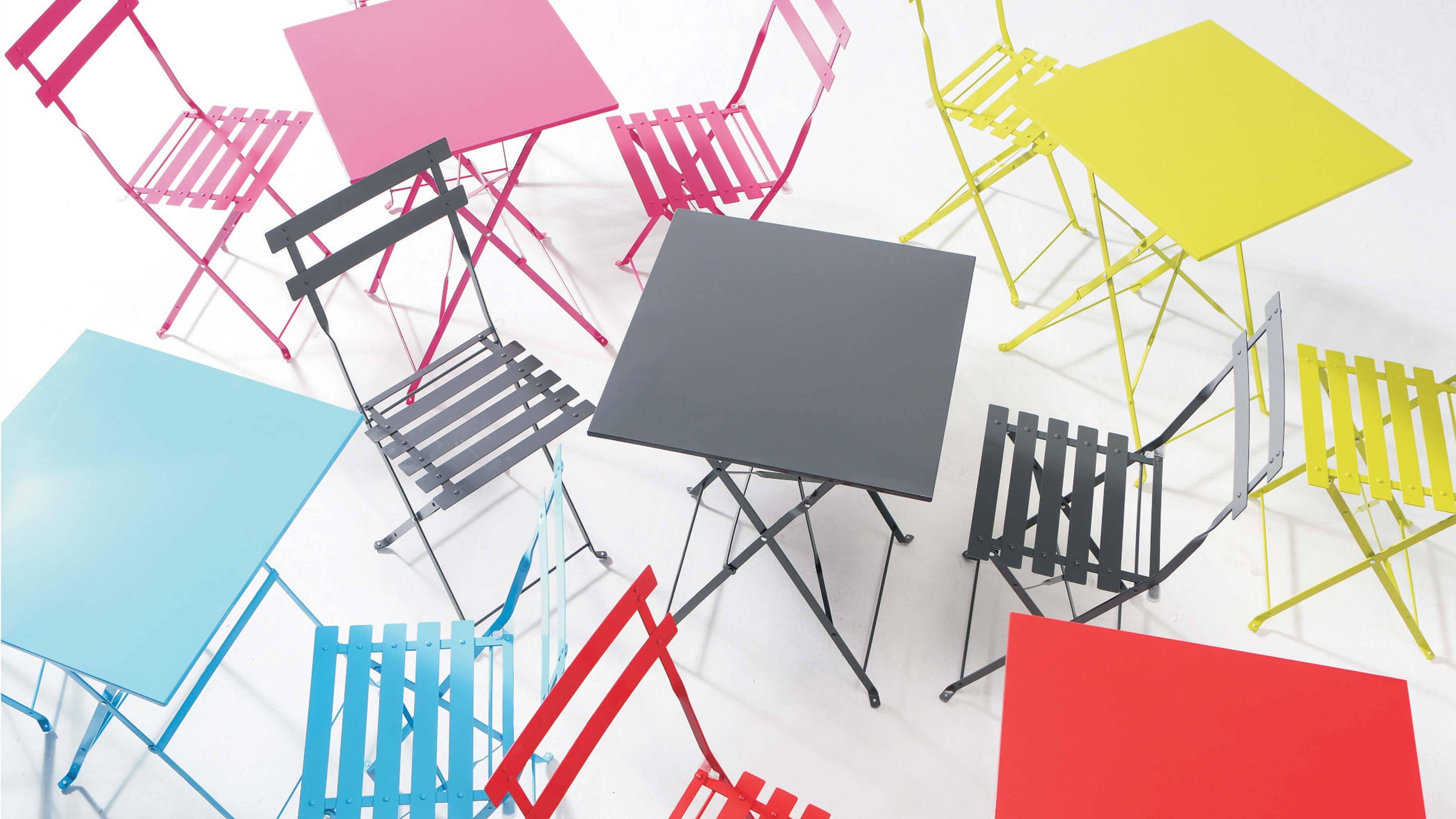 Table bistrot en acier coloré