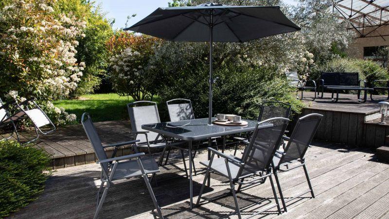 table de jardin pliante et parasol Bormes